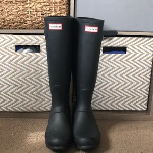 Hunter matte black boots